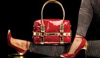 红色女包和女鞋模特展示
