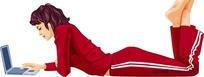 趴在地上玩电脑的红衣美女