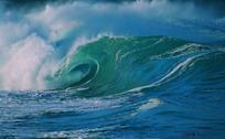 惊涛骇浪波浪滚滚的海面