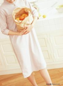 水果摊前抱着外国的男女表情包是我假怀疑的图片职业_水果人物图片图片