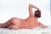 侧躺的裸体美女
