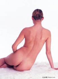 侧坐的裸体美女