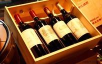 包装盒里的4瓶红酒