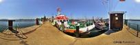 360全景图-码头边停泊的游船