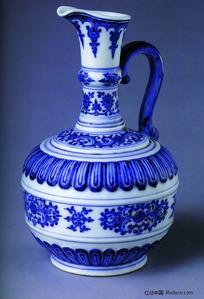 中国瓷器文物收藏-花朵图案带把手青花瓷壶