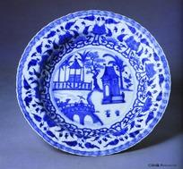 中国瓷器文物-园林小品图案花边青花瓷盘