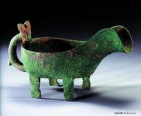 古代青铜艺术珍品-雕刻纹样的酒杯