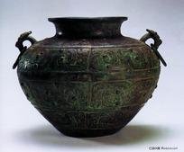 古代青铜艺术珍品雕刻纹样的双耳铜罐
