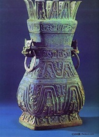 清朝青铜器-花瓣口雕刻纹样的双耳瓶