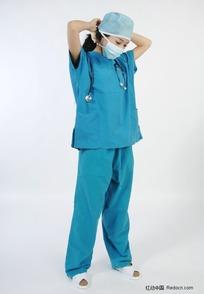 戴口罩手术帽子的手术服美女医生