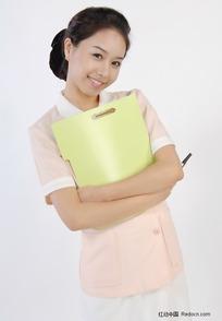 女护士拿着文案微笑