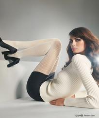 躺在地上的白丝袜美女