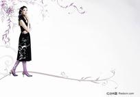 紫色花纹前的女孩分层素材