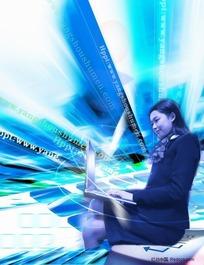 女白领在按电脑海报