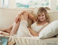 躺在沙发上的外国美女