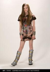 穿短裙的外国小美女