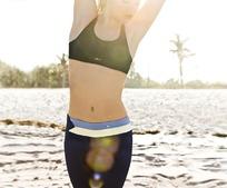 阳光下的外国健身美女