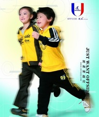 黄色运动装的越位品牌童装模特
