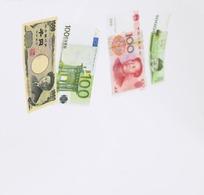 浮着的各国钱币
