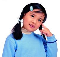 思考问题的小女孩照片