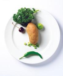 摆放成人脸形状的水果蔬菜照片