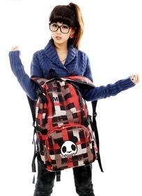 美女 可爱 自己/展示自己可爱熊猫包包的美女