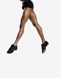 黑衣鞋赤腿迈步下肢侧面特写舞蹈女子