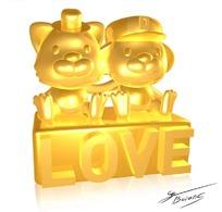 坐在LOVE平台上的金色卡通小熊