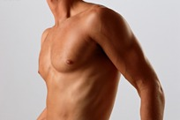 半裸上身的男性模特胸部特写
