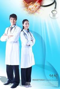 男女医生和药丸素材