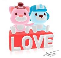 坐在英文爱字母上面的可爱卡通动物素材