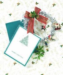 礼品盒红黑条纹蝴蝶结金花装饰图片