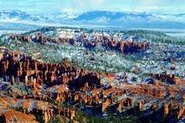 雪山绿松岭间蔚为壮观的红石林