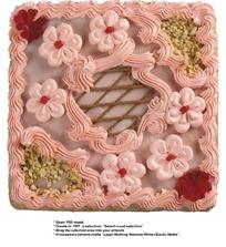 点缀花朵的方形巧克力蛋糕(带PSD Mask抠图遮罩)