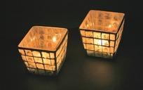 两个方形的古典灯笼