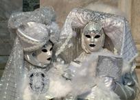 精致的白色面具