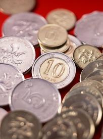 堆叠各国硬币摄影图片