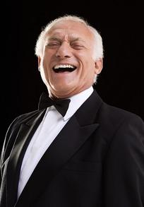 开怀大笑的外国老人