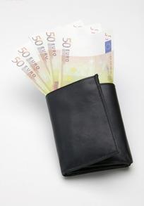 黑色皮夹中的50面额欧元