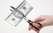 剪子剪开的美元