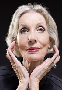 外国老女人做爱�_双手做花儿状的浓妆艳抹的外国老女人