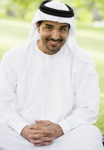 拉伯男人的性功能_抱着孩子玩电脑的阿拉伯男人图片