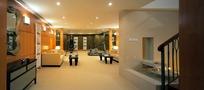 摆放柜子/沙发/茶几的宽大的客厅
