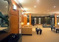 沙发/茶几构成的宽大的客厅