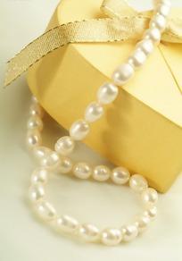 一串唯美珍珠项链摄影图片