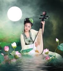 月下坐在荷塘中弹琵琶的古装美女