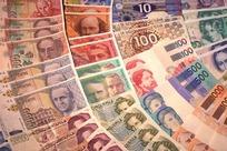 排列成扇形的世界各国纸币