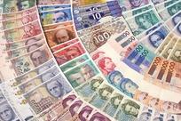 扇形排列的世界各国纸币