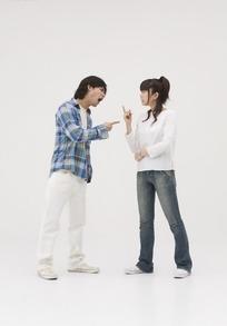 男女吵架下雨的图片_吵架的男女图片_吵架的男女设计素材_红动网