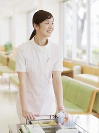 侧脸微笑的女护士